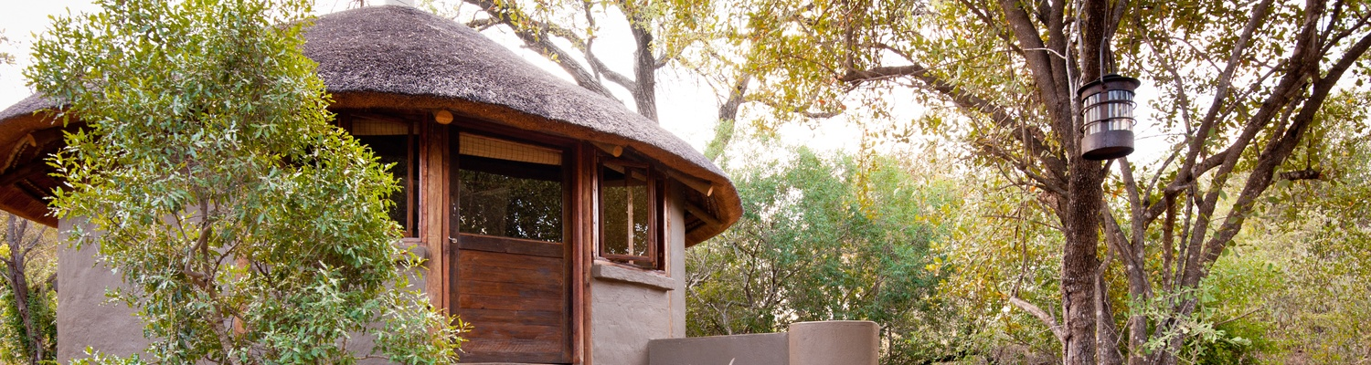 Thermal storage eco hut room in the beautiful african bush setting of umlani bushcamp
